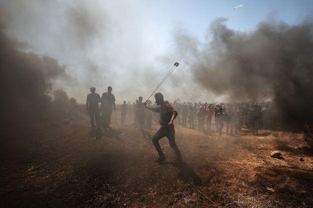 Protestierende Palästinenser im
