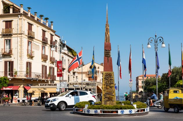이탈리아 유명 호텔 직원들이 외국 여성 투숙객을 집단성폭행한 혐의로
