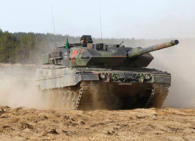 Υπέρ της αύξησης των γερμανικών αμυντικών δαπανών η Άνγκελα