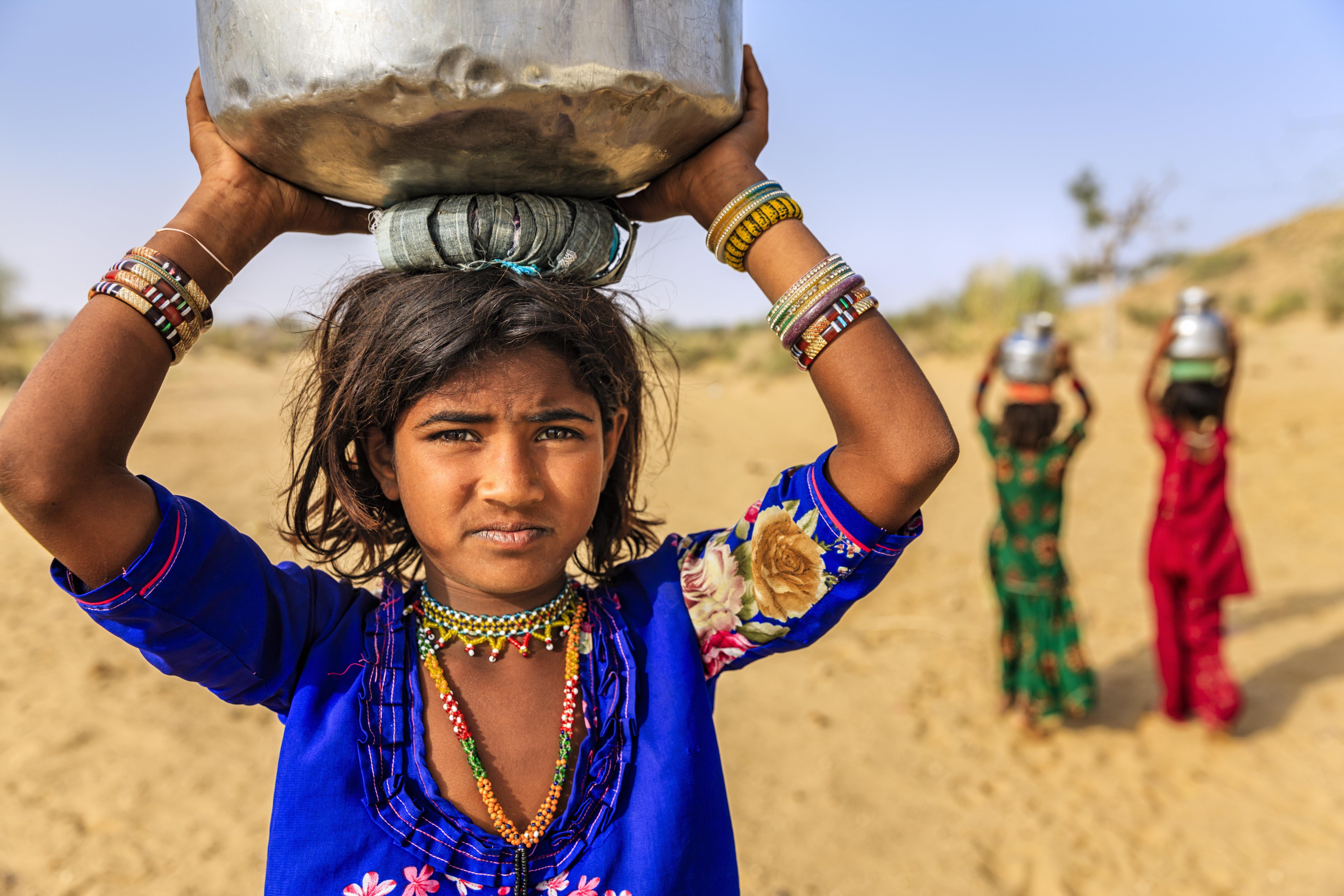 Στη βαθιά σεξιστική Ινδία, 239.000 κορίτσια πεθαίνουν κάθε χρόνο λόγω έλλειψης