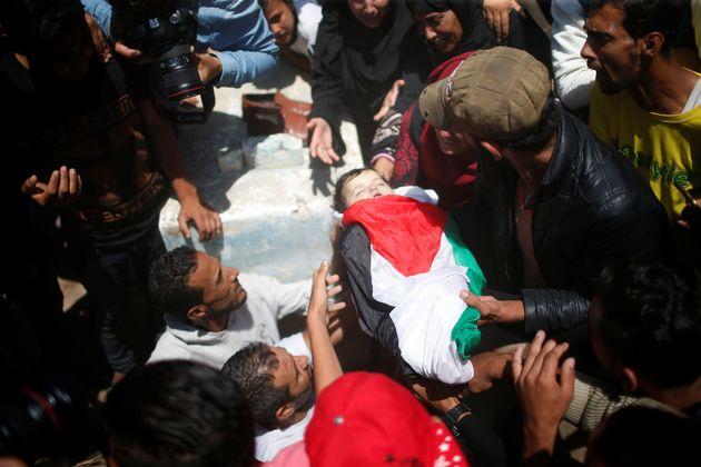Mourners bury