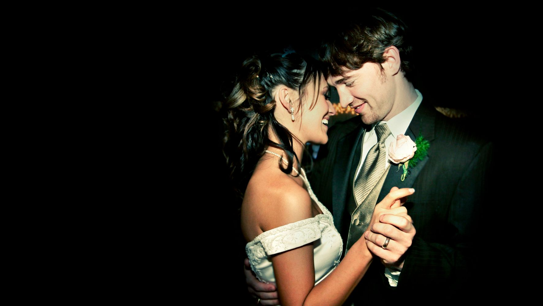 18 Wedding First Dance Songs That Aren't At All Cheesy | HuffPost Life