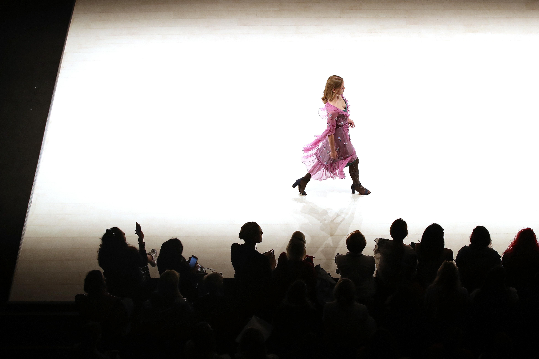 Στο Παρίσι, την πρωτεύουσα της μόδας, ιδρύεται η πρώτη οργάνωση για την προστασία των