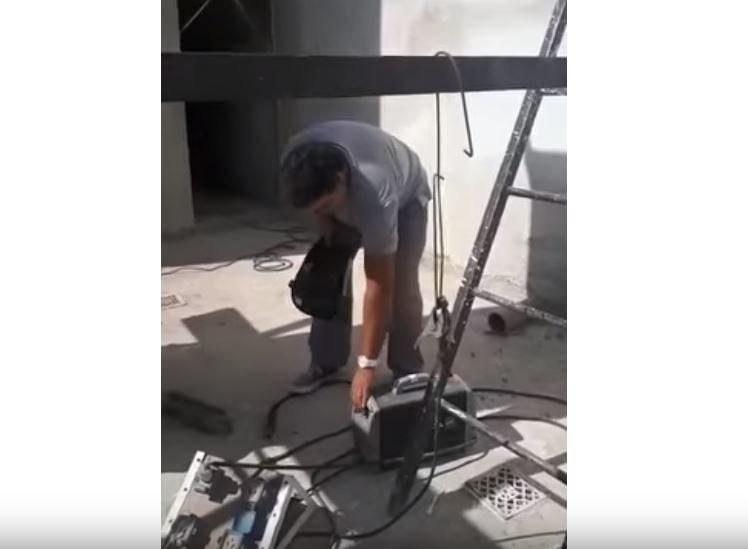 Κάποιος να πριονίσει τη σκάλα: Αυτή η γκάφα σε οικοδομή δεν έχει