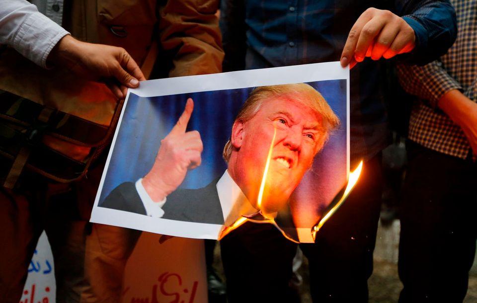 Το παιχνίδι με τα σπίρτα στη Μέση Ανατολή: Ο Τραμπ, η τύχη της πυρηνικής συμφωνίας με το Ιράν, η παράνοια...