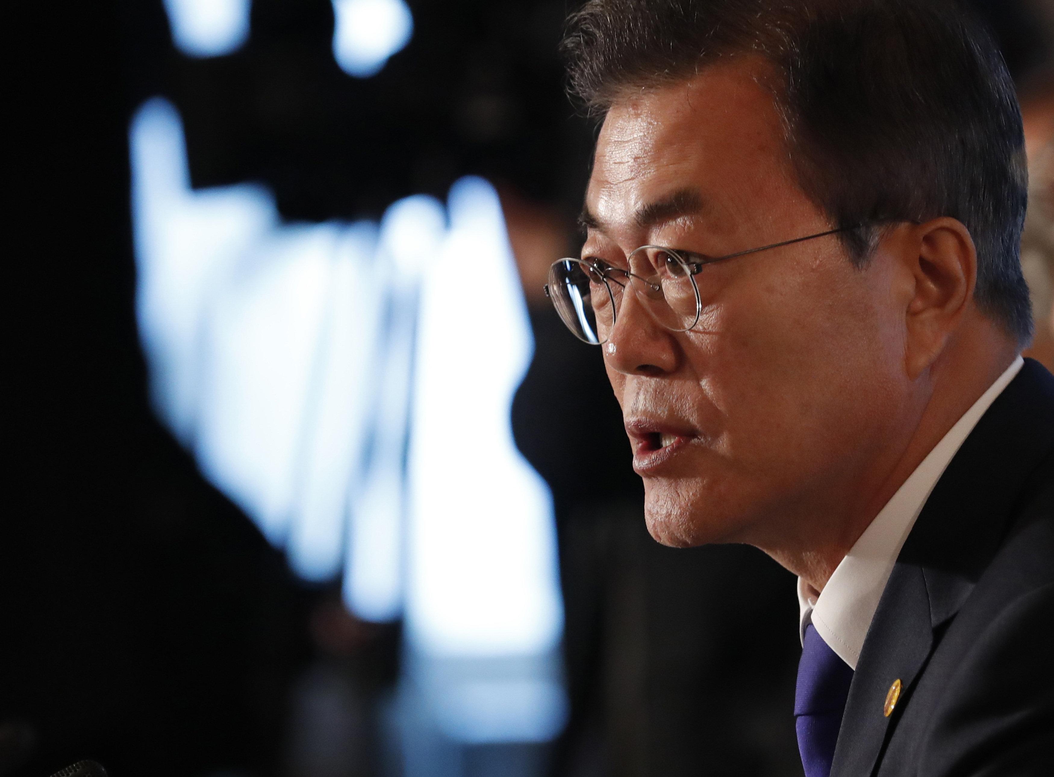 """청와대가 북한과 미국을 """"적극 중재""""하겠다고 나섰다"""