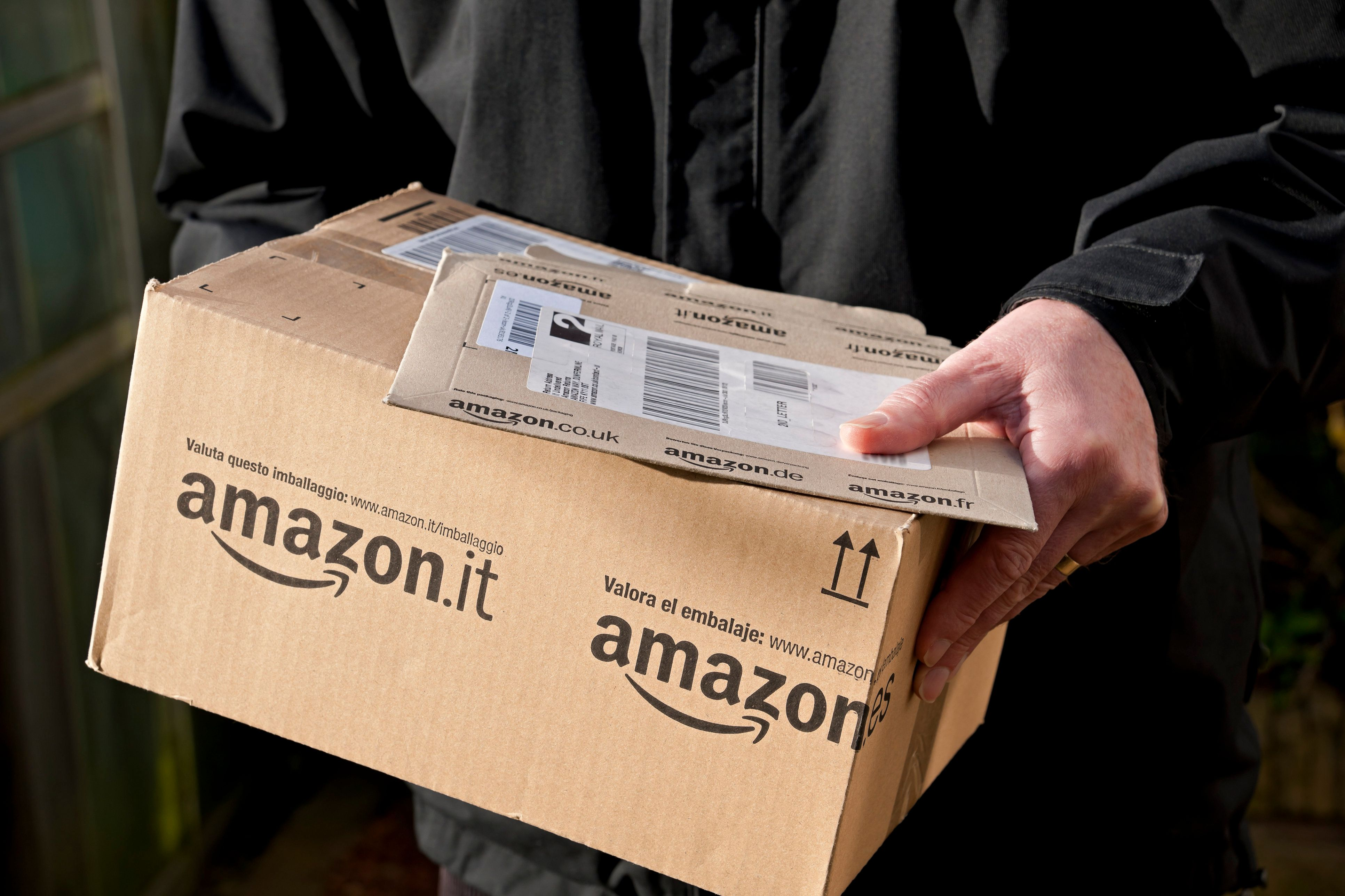 Frau bestellt drei Kartons Klopapier bei Amazon – wegen eines kleinen Fehlers kostet sie das 7000