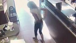 Frau macht in Restaurant auf den Boden und wirft damit durch die