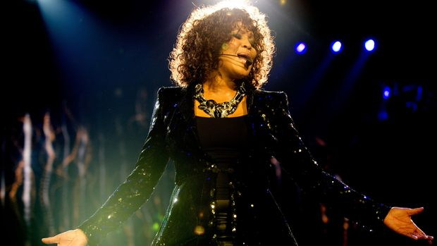 LONDON - APRIL 25:  Whitney Houston performs at the O2 Arena on April 25, 2010 in London, England. (Photo by Samir Hussein/Getty Images)