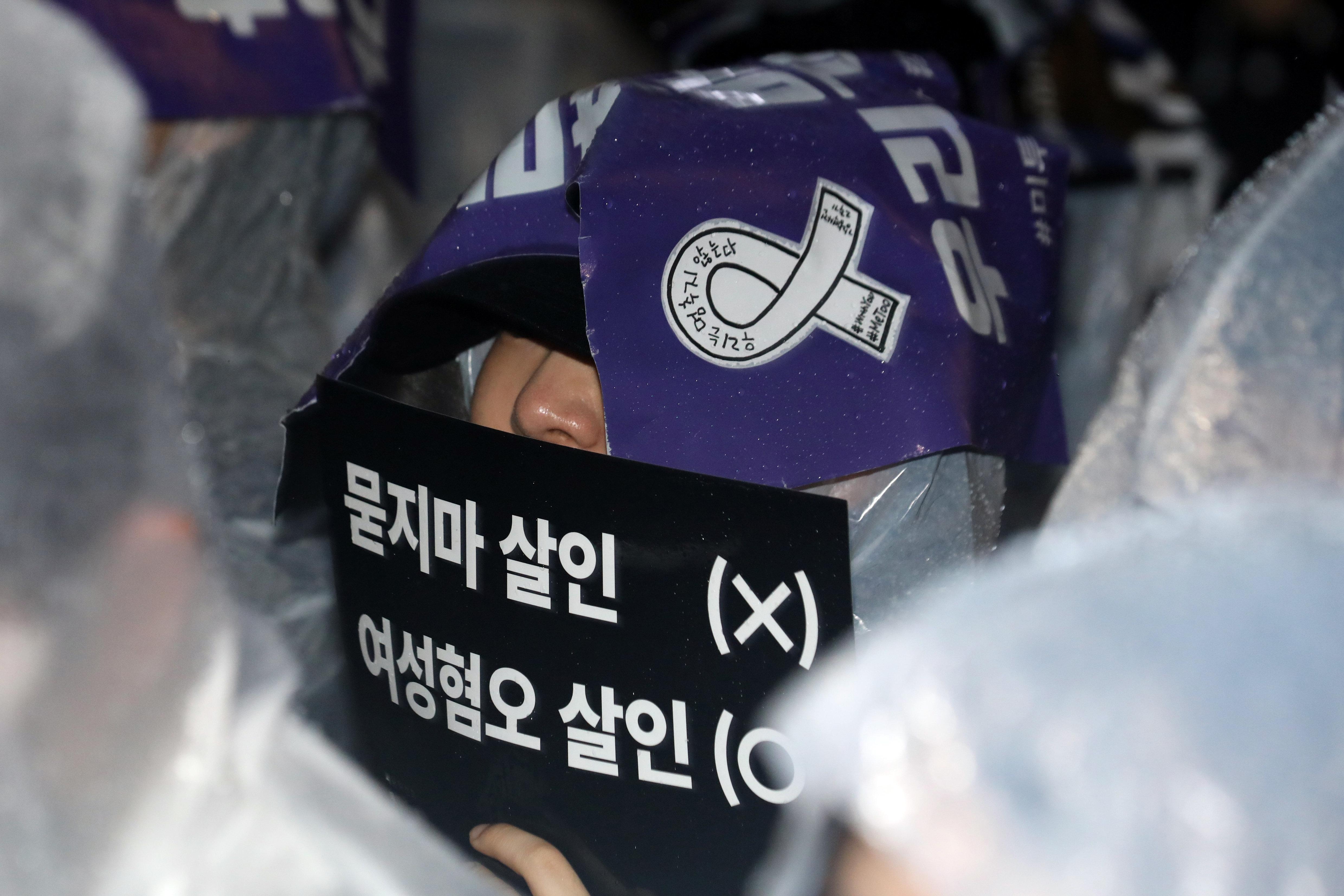 강남역 살인사건 2주기 추모 집회에서 나온