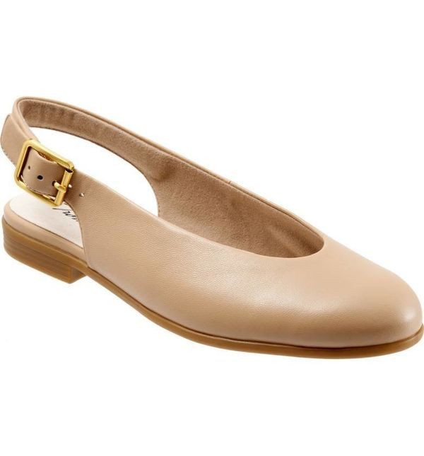 """Get the <a href=""""https://shop.nordstrom.com/s/trotters-alice-flat-women/4864663"""" target=""""_blank"""">Trotters 'Alice' Slingback f"""