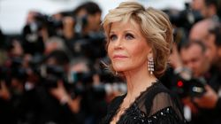«Να είστε σωματικά ευθυτενείς, πνευματικά ανήσυχες και να παραμείνετε δυνατες», το μήνυμα της Jane Fonda στις