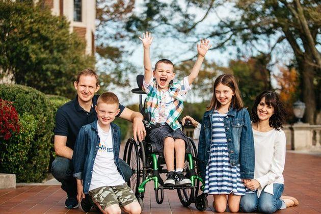 Seit Sam die Diagnose Leukodystrophie erhalten hat, hat sich das Familienleben stark verändert.