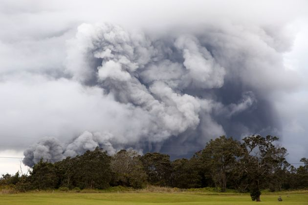 Εξερράγη το ηφαίστειο Κιλαουέα στη Χαβάη. Στάχτη και καπνός υψώνονται στον