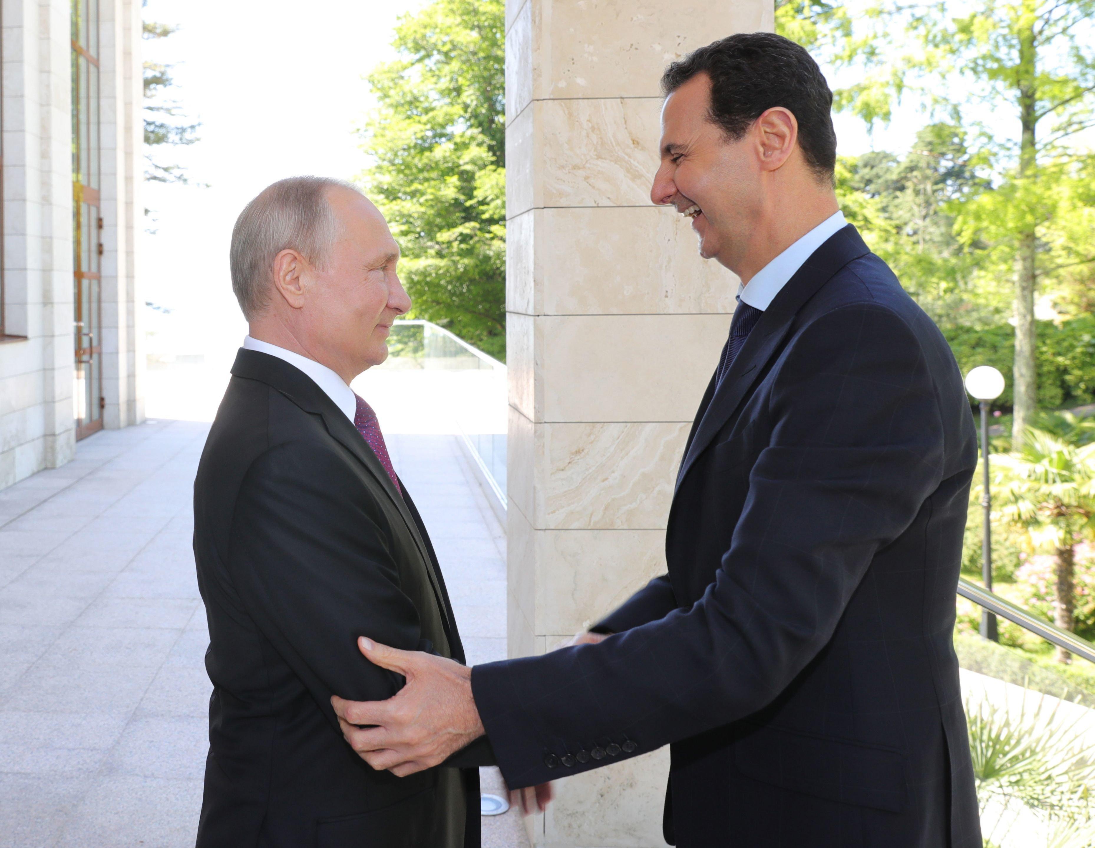 Στο Σότσι ο Άσαντ για συνομιλίες με Πούτιν. Τάχθηκαν υπέρ της αναβίωσης της «πολιτικής