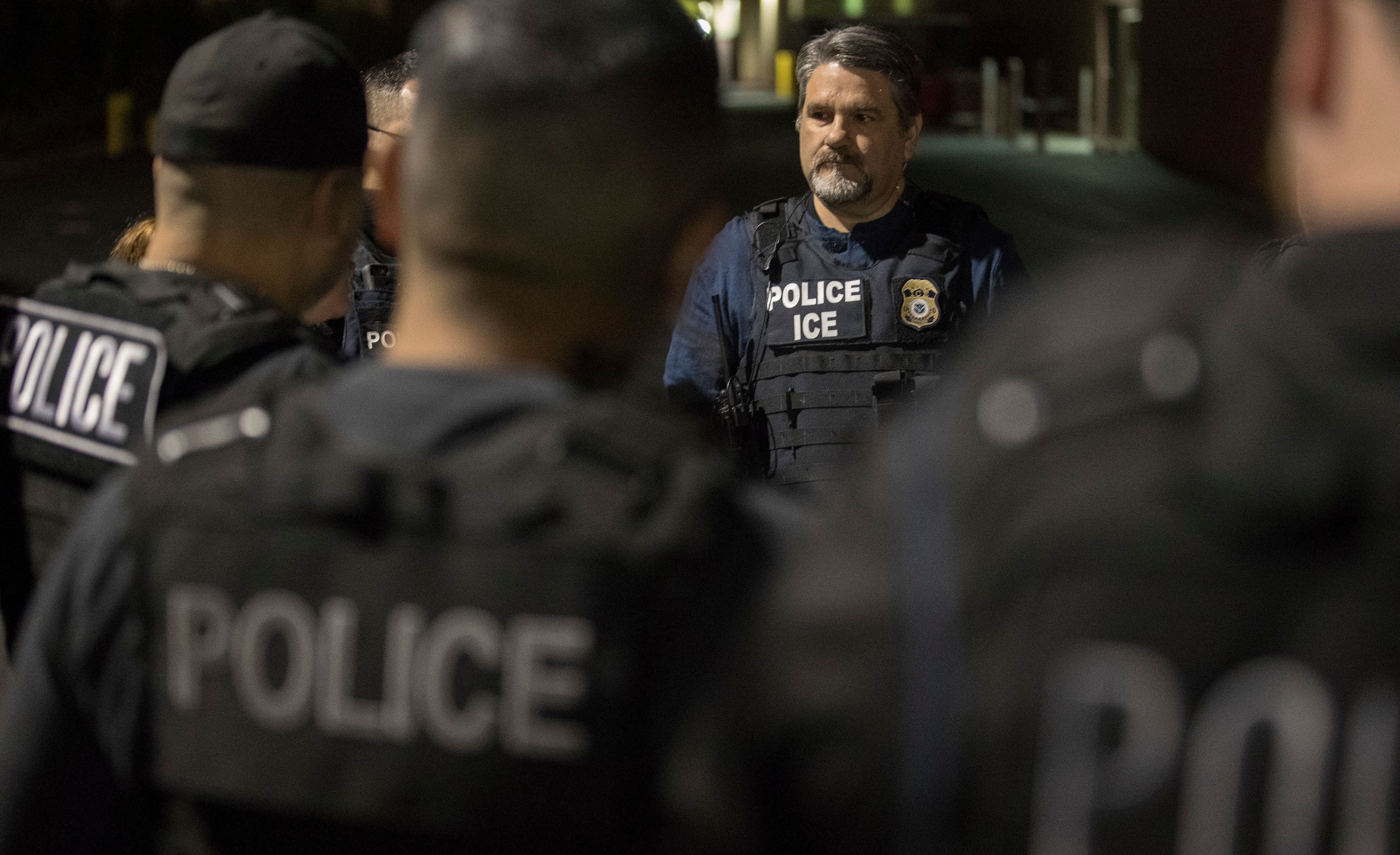 COMPTON, CALIF. -- TUESDAY, APRIL 18, 2017:   Immigration and Customs Enforcement assistant field office director Jorge Field holds a pre-dawn meeting with ICE agents in a parking lot of a shopping center in Compton, Calif., on April 18, 2017. (Brian van der Brug/Los Angeles Times via Getty Images)