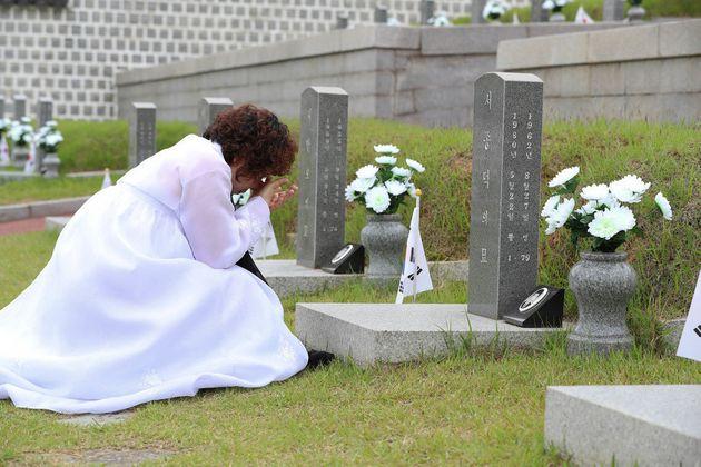 5월 광주에선 세상에서 가장 슬픈 결혼식이