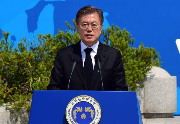 문재인 대통령이 2017년 5월 18일 광주 북구 국립 5·18 민주묘지에서 열린 '제37주년 5·18 민주화운동 기념식'에서 기념사를 하고
