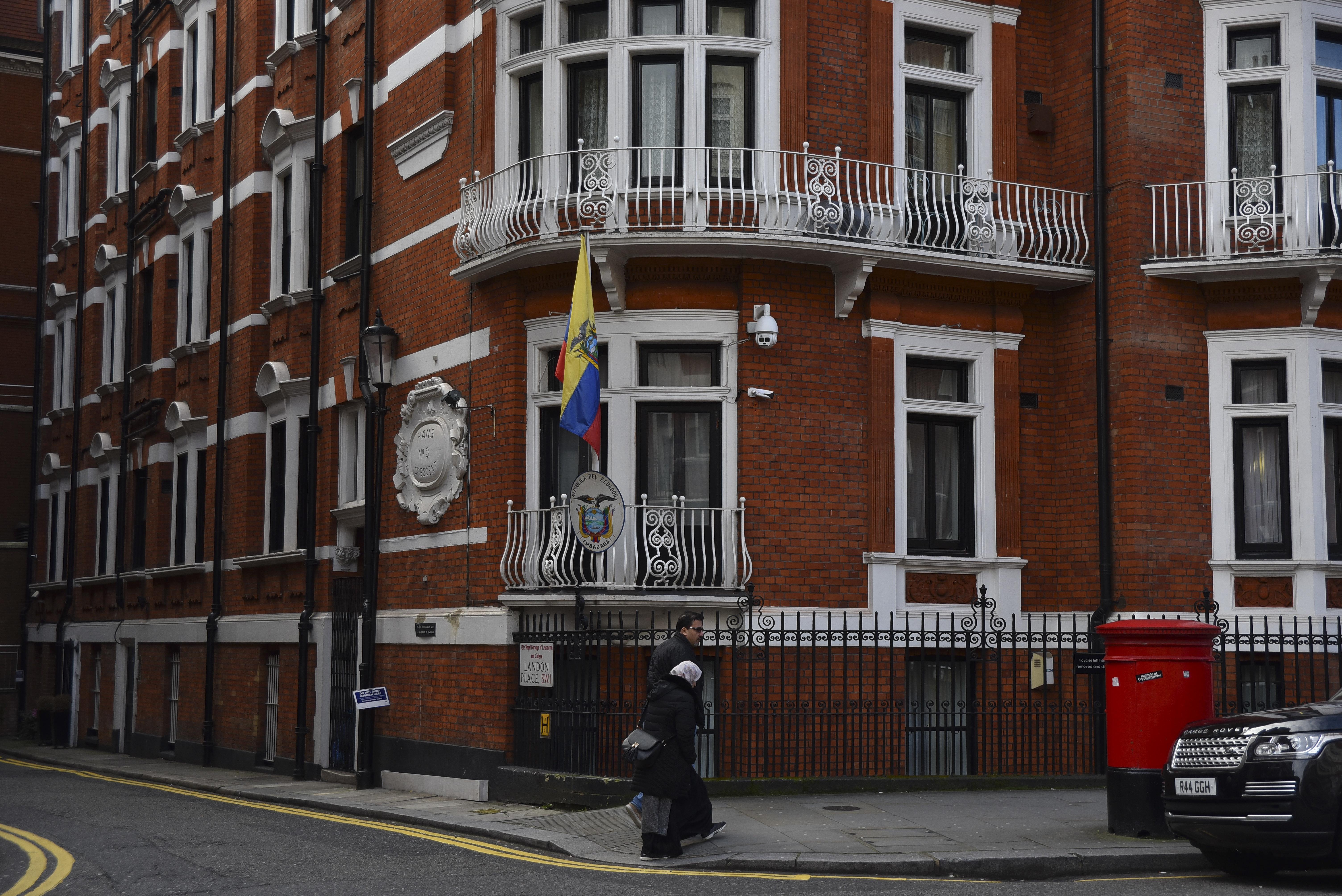 Άρση των πρόσθετων μέτρων προστασίας του Τζούλιαν Ασάντζ στην πρεσβεία του Ισημερινού στον