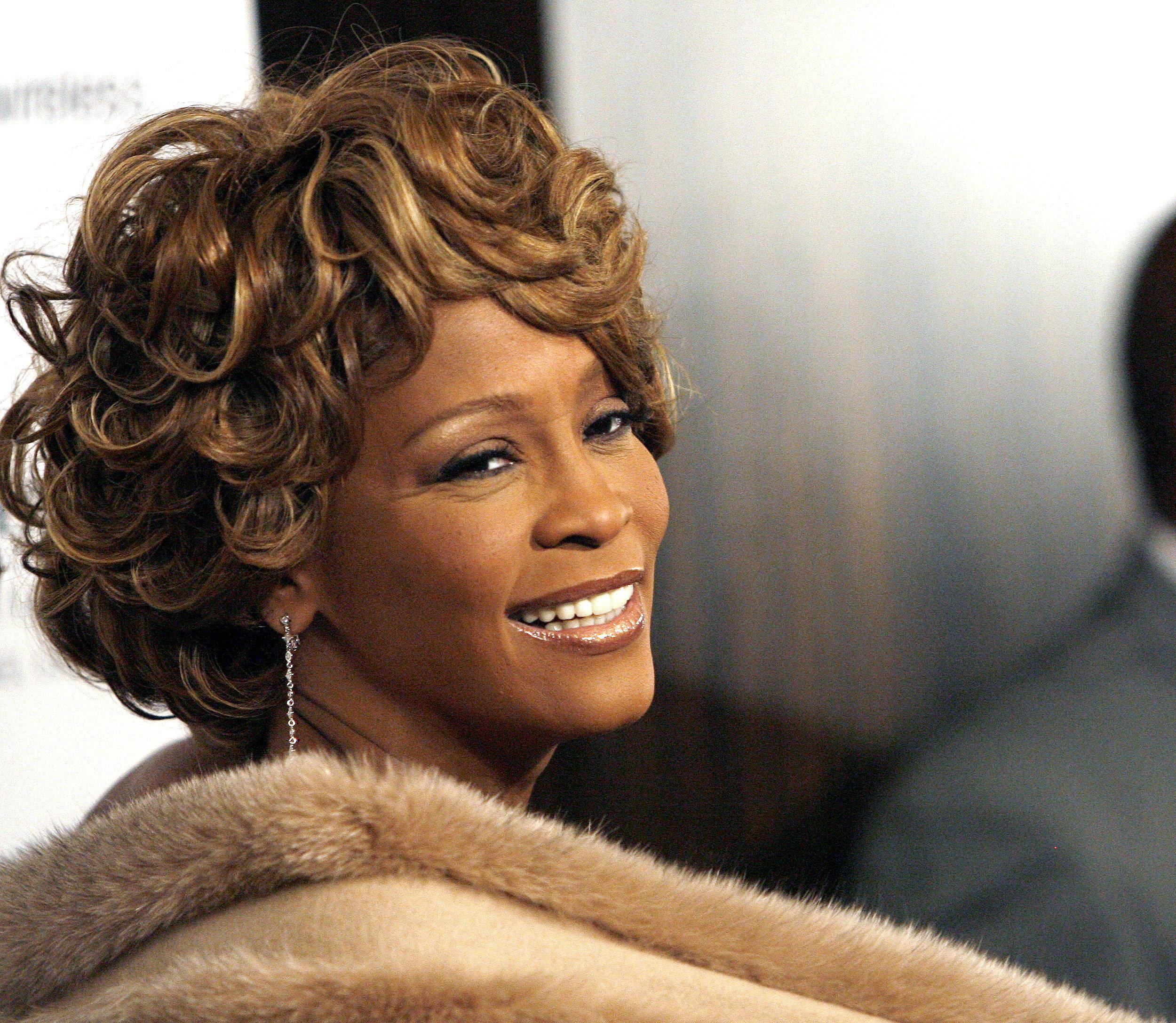 Το σκοτεινό μυστικό της οικογένειας της Whitney Houston αποκαλύπτεται στο νέο ντοκιμαντέρ για τη ζωή