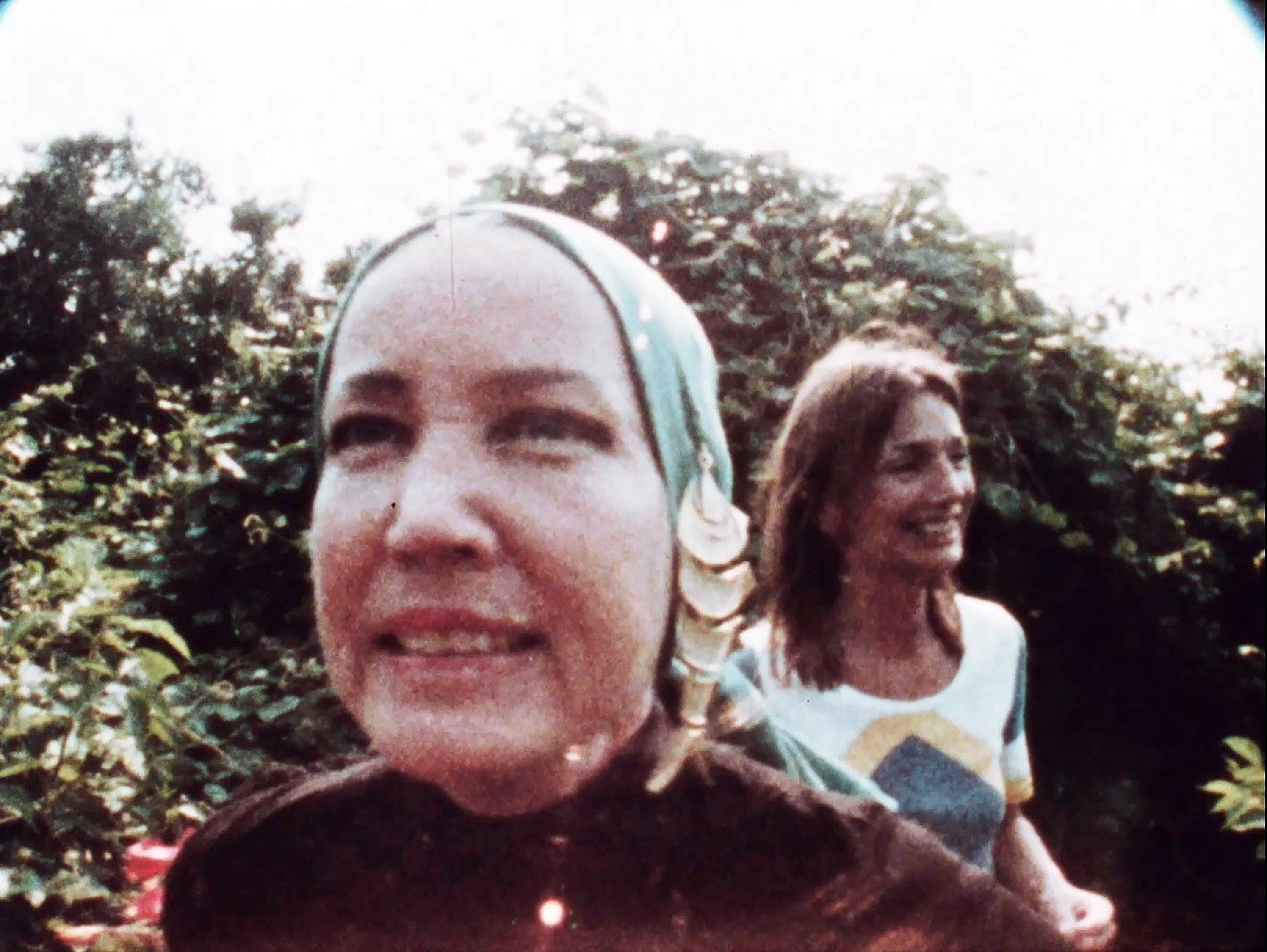 Little Edie Beale singing and Lee Radziwill in the garden of Grey Gardens
