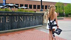 Μια 22χρονη φοιτήτρια πήγε στην ορκωμοσία της με όπλο και αυτό ήταν αρκετό για να βάλει φωτιά στο