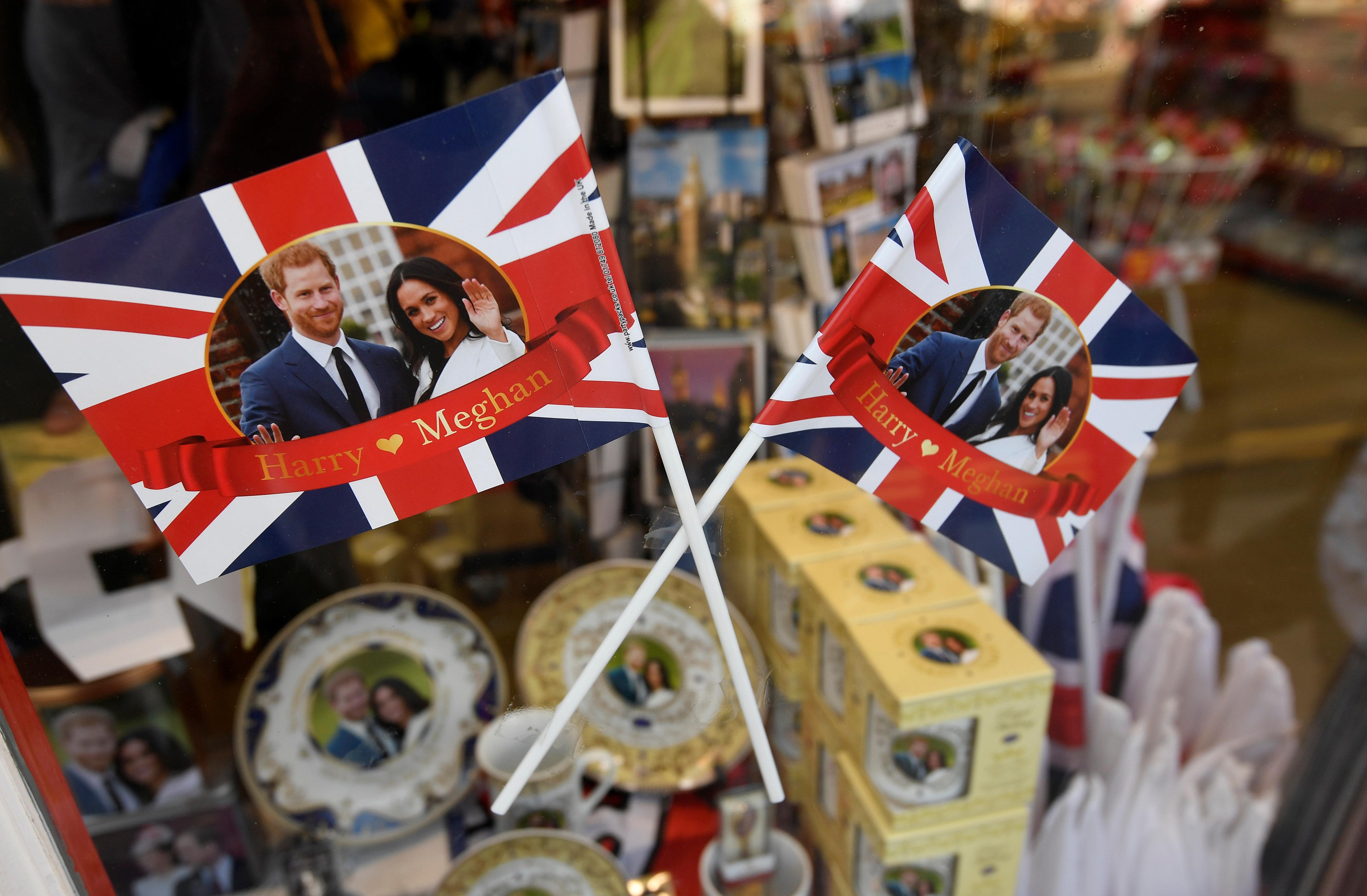 12-Euro-Verlobungsring und wackelnde Plastik-Queen: Das sind die skurrilsten Hochzeits-Souvenirs