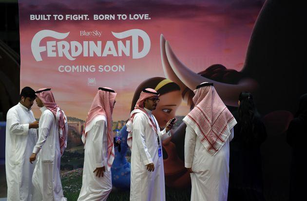Réalisateur saoudien présent à Cannes, je faisais 500 km pour aller au cinéma auparavant interdit dans...