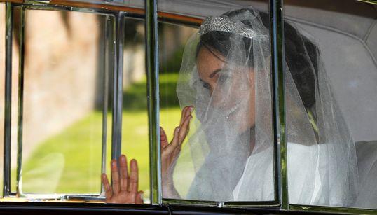 Το φωτογραφικό άλμπουμ με όλα τα στιγμιότυπα από τον βασιλικό γάμο του πρίγκιπα Harry με την