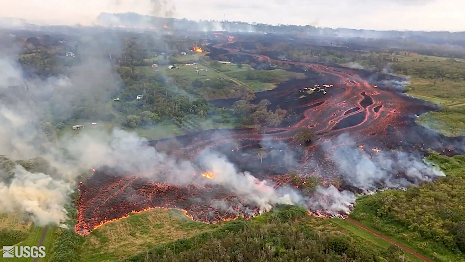 Hawaii S Eruptions Intensify As Fissures Merge To Form