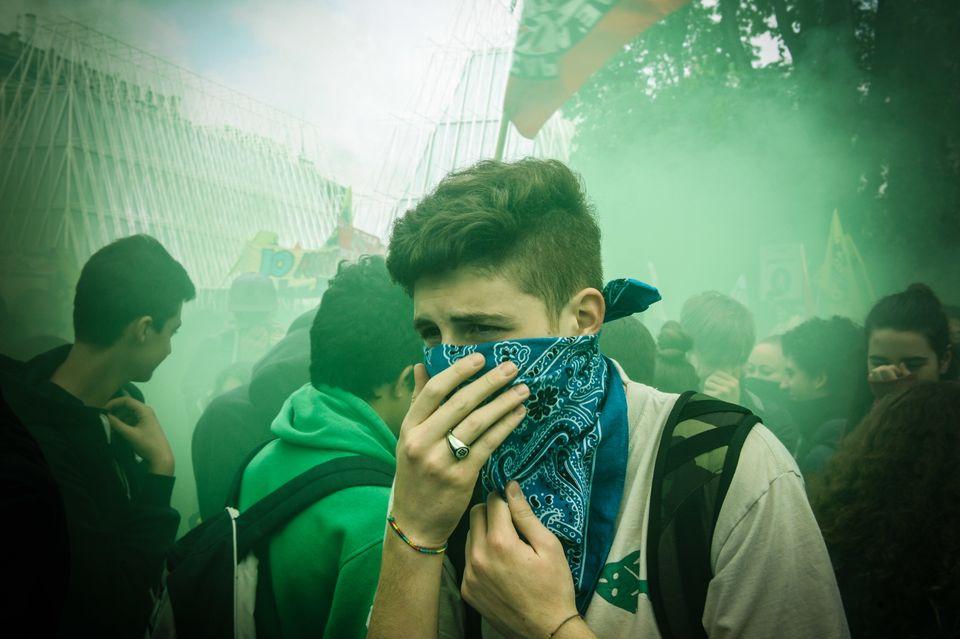 Eine Demonstration gegen die Expo in Mailand 2015:Viele junge Italiener glauben, dass sie bald...