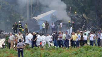 Cuban President Miguel Diaz-Canel (L, in khaki) is pictured at the site of the accident after a Cubana de Aviacion aircraft crashed after taking off from Havana's Jose Marti airport on May 18, 2018. - A Cuban state airways passenger plane with 113 people on board crashed on shortly after taking off from Havana's airport, state media reported. The Boeing 737 operated by Cubana de Aviacion crashed 'near the international airport,' state agency Prensa Latina reported. Airport sources said the jetliner was heading from the capital to the eastern city of Holguin. (Photo by Adalberto ROQUE / AFP)        (Photo credit should read ADALBERTO ROQUE/AFP/Getty Images)