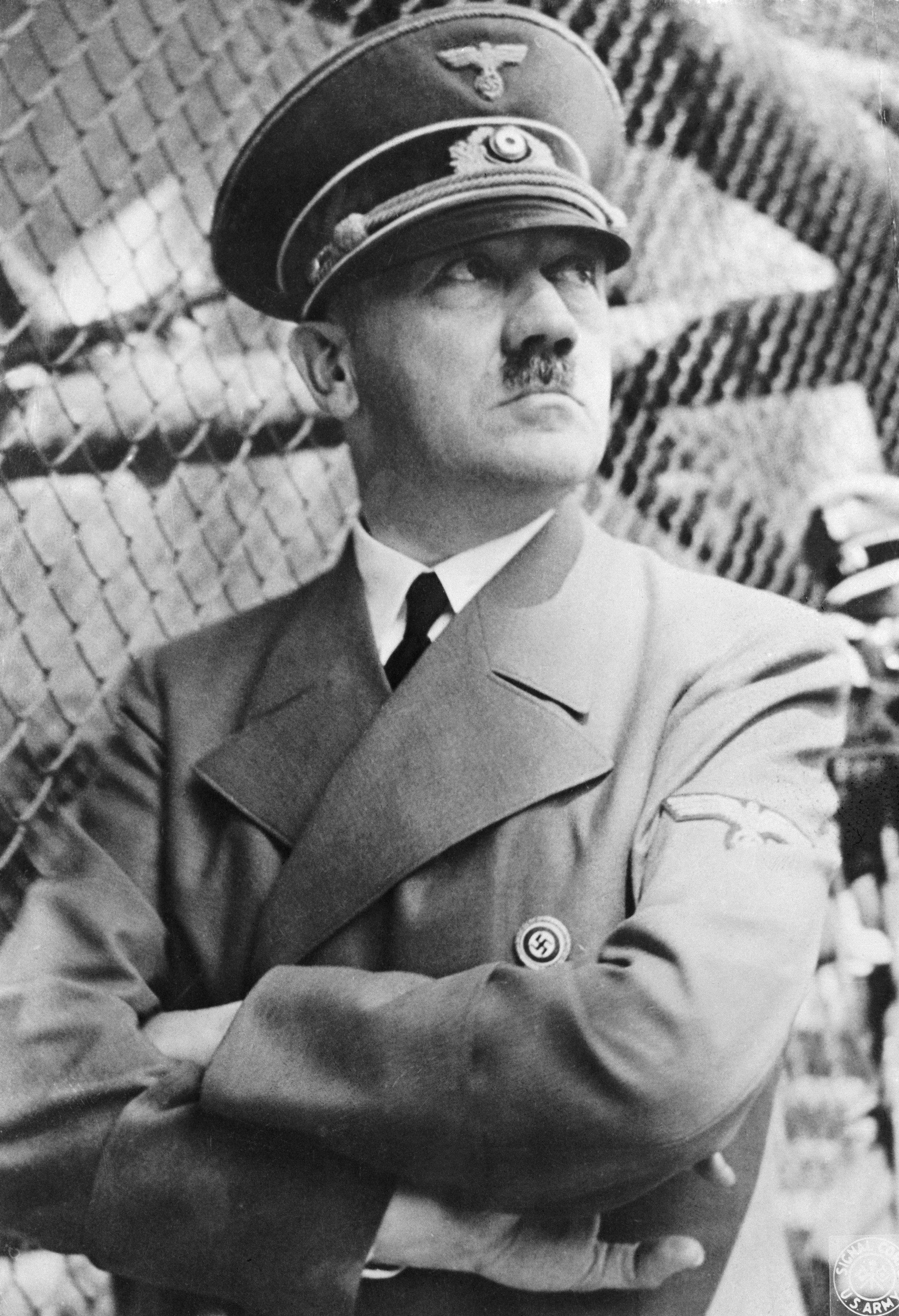 '히틀러 생존설'에 대해 프랑스 연구팀이 옛 KGB 창고를 뒤져 밝혀낸
