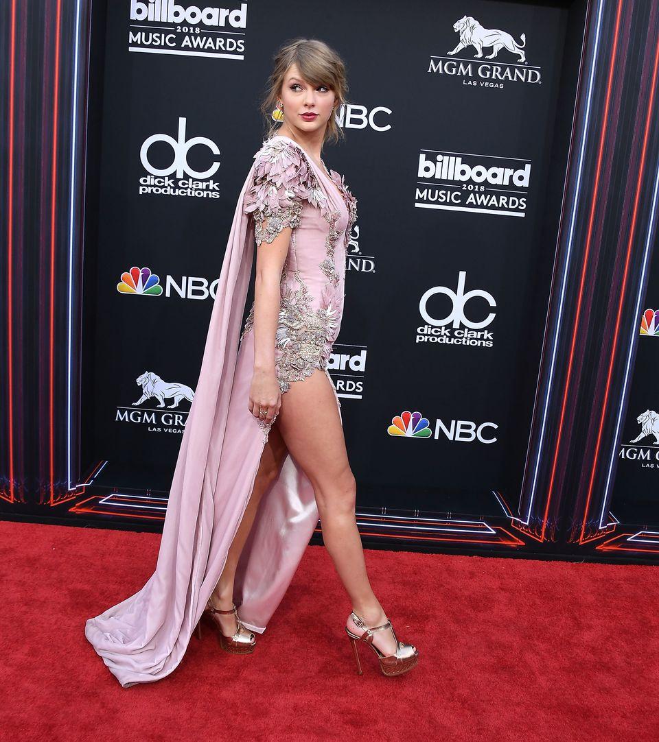 LAS VEGAS, NV - MAY 20:  Taylor Swift arrives at the 2018 Billboard Music Awards at MGM Grand Garden Arena on May 20, 2018 in