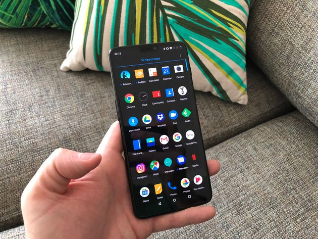 Oxygen OS is a minimalistic affair that looks fantastic in 'Dark Mode' on the phone's AMOLED