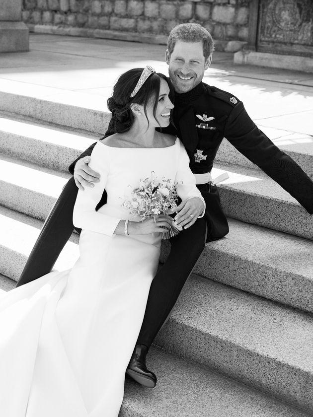 영국 왕실이 해리왕자와 메간마클의 공식웨딩사진을