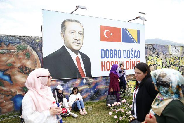 Το «παιχνίδι» του Ερντογάν με τους μουσουλμάνους των Βαλκανίων και ο ανταγωνισμός με την ΕΕ για επιρροή...
