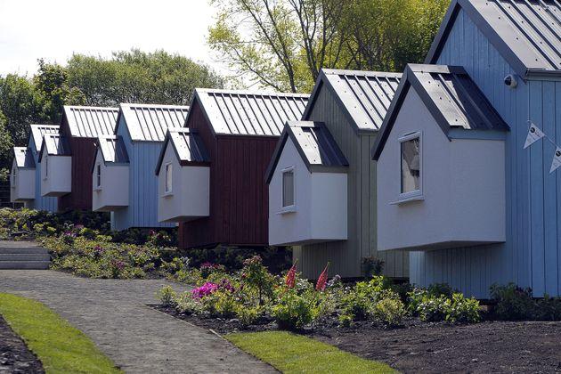 Στο Εδιμβούργο έφτιαξαν από την αρχή ένα πανέμορφο χωρίο με 11 σπίτια για 20 πολύ ξεχωριστούς ανθρώπους