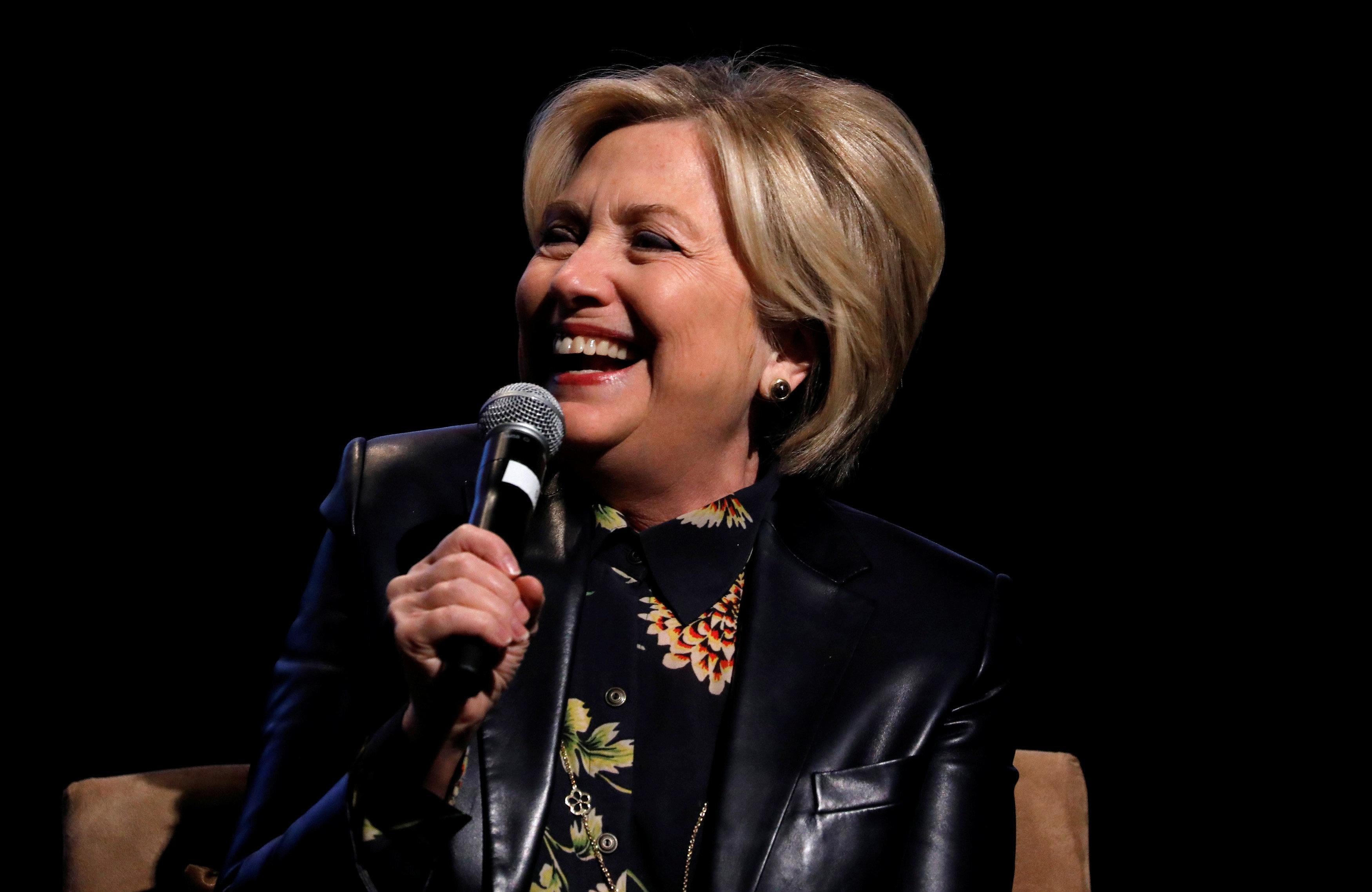 Η Hillary Clinton θα υποστηρίξει τον Andrew Cuomo αντί της Cynthia Nixon