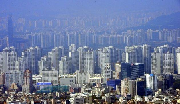 한국은 아파트 위주 주거 형태여서 가정용 충전기를 설치하기가 쉽지