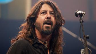 DAHLWITZ-HOPPEGARTEN, GERMANY - SEPTEMBER 10: Dave Grohl of the Foo Fighters performs live on stage during the second day of the Lollapalooza Berlin music festival on September 10, 2017 in Dahlwitz-Hoppegarten, Germany. (Photo by Sebastian Reuter/Redferns)