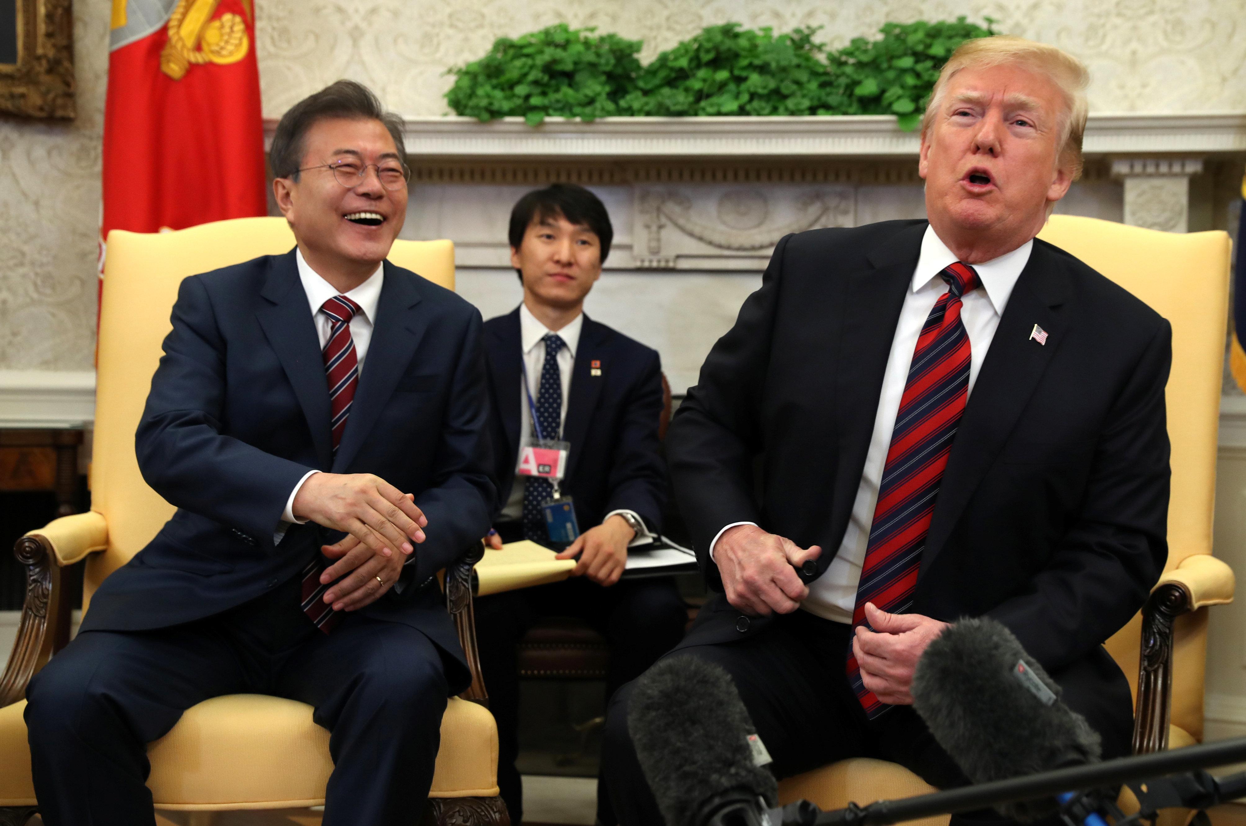 트럼프가 처음으로 '북한 단계적 비핵화' 가능성을 언급했다