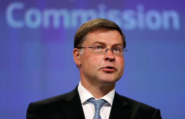 Ντομπρόβσκις: Η Ελλάδα έχει υπερβεί τους δημοσιονομικούς