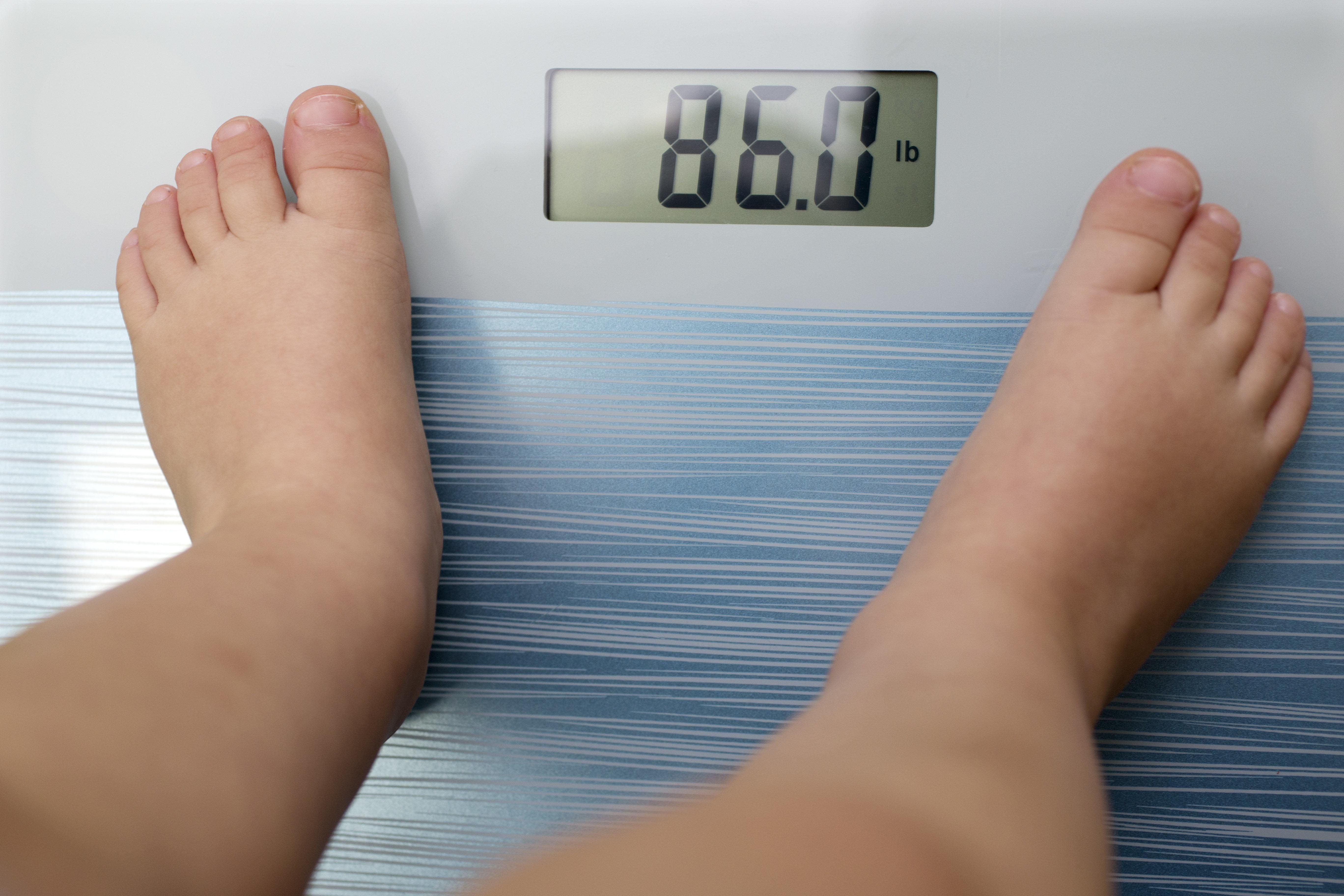 Ένας στους τέσσερις ανθρώπους θα είναι παχύσαρκος το 2045. Οι επιστήμονες προτείνουν να γίνουμε