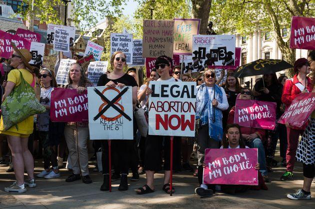 Las mujeres irlandesas que viven en el extranjero y están a favor de la libertad de elección piden a...