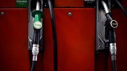 «Καίει» η βενζίνη. Φόβοι για ντόμινο