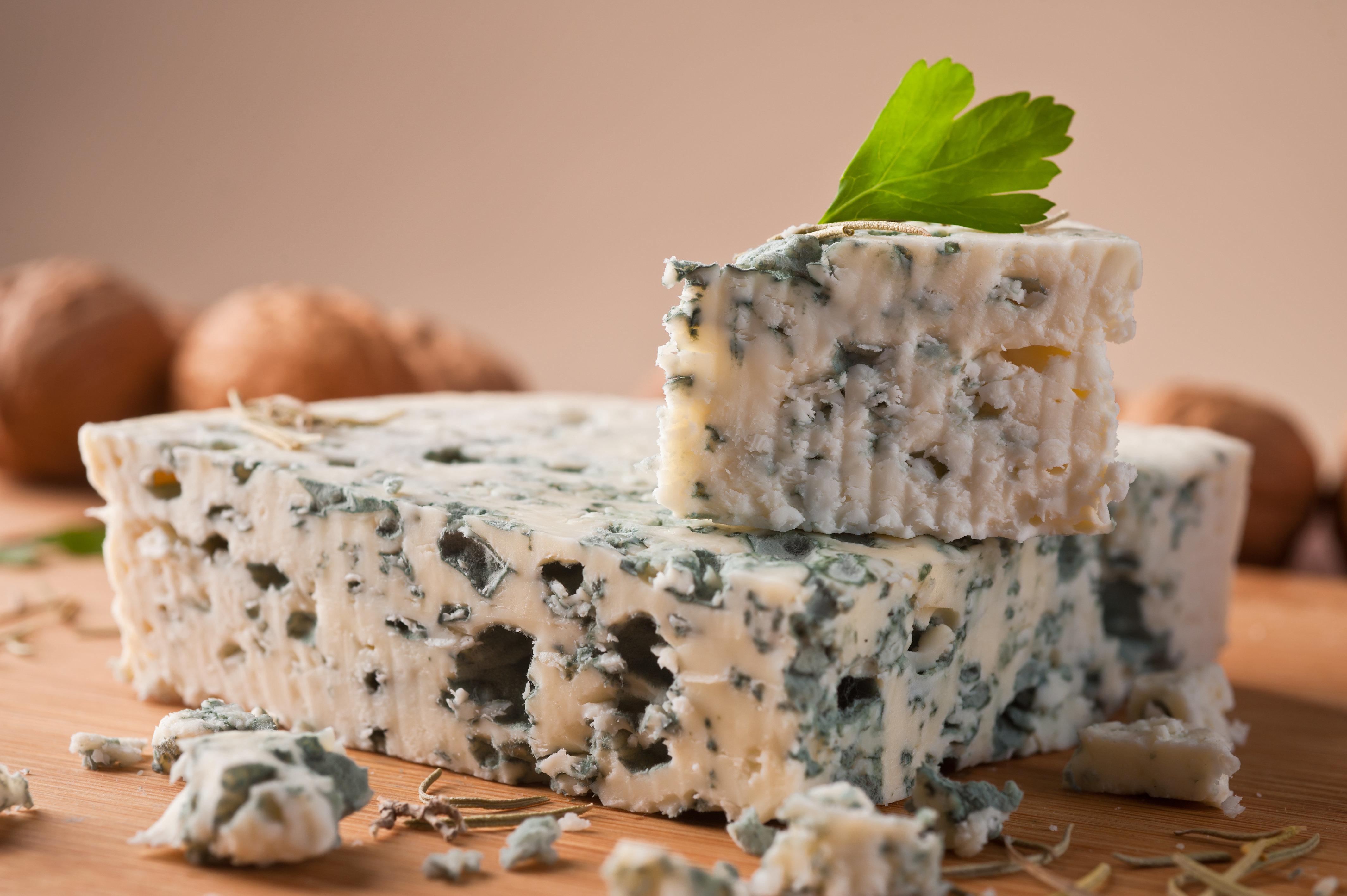 Der betroffene Roquefort wurde bundesweit an der Käsetheke