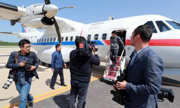 풍계리 핵실험장 폐기 남측 공동취재단이 23일 오후 북한 강원도 원산 갈마비행장에 도착하고