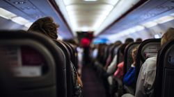 Fluggast belästigt seine Sitznachbarn – dann packt er seinen Penis