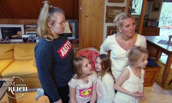 Arme Familie zieht in Villa ein – das Geschenk der Besitzer irritiert